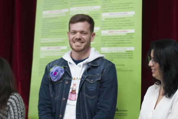 Juventudes Socialistas de Alcalá muestra su rechazo al 'Pin Parental' promovido por VOX