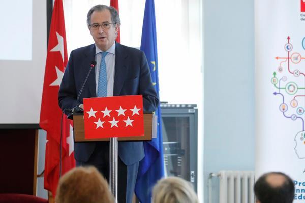 La Comunidad de Madrid dota a los centros educativos de material sobre la Constitución