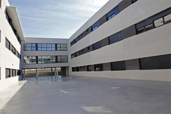 La Comunidad de Madrid tendrá que devolver los 1.000 euros de multa al colegio Juan Pablo II