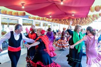Coros rocieros, grupos de baile y ambiente festivo nos trae un pedazo de la fiesta sevillana