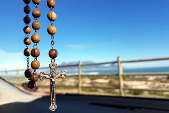 El grupo demanda que se celebren bautizos laicos en la localidad y que la Iglesia pague los impuestos que correspondan