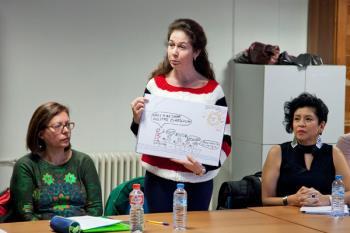La iniciativa, promocionada por la Fundación Telefónica, ayuda a 20 mujeres a mejorar su inserción laboral