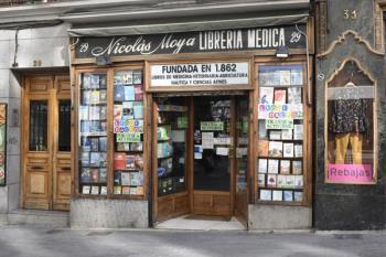 Los efectos de la crisis y el auge del libro digital han empujado a la librería más antigua de Madrid a colgar el cartel de liquidación por cese definitivo