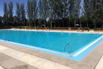 La piscina estará abierta de martes a viernes, de 12:00 a 20:30, y los fines de semana y festivos, de 11:00 a 20:30 h