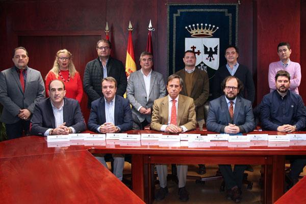 Los alcaldes y representantes de nueve distritos madrileños se han reunido para acordar las próximas acciones
