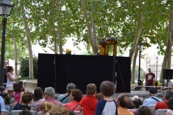 La Plaza de Palacio acogerá desde el día 25 cuentacuentos, magia, títeres y música para los más pequeños