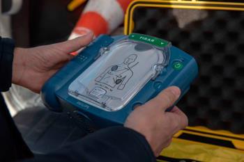 Los agentes boadillenses contarán con tres desfibriladores semiautomáticos