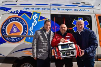 Lee toda la noticia 'La ambulancia de Protección Civil de Torrejón de Ardoz cuenta con un nuevo desfibrilador'