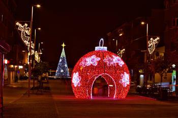 Una pista de hielo, la Casa de la Navidad, el Tren de la Navidad y un gran escenario, atracciones principales