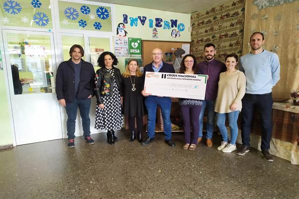 La carrera solidaria del Club de Atletismo Cervantes para el Colegio de Educación Especial Pablo Picasso
