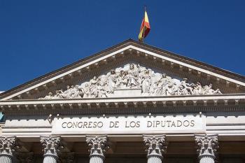 Moreno irá en el puesto 13 por VOX, Piquet en el 19 por el PP y Fernández Reyes en el 33 por el PSOE