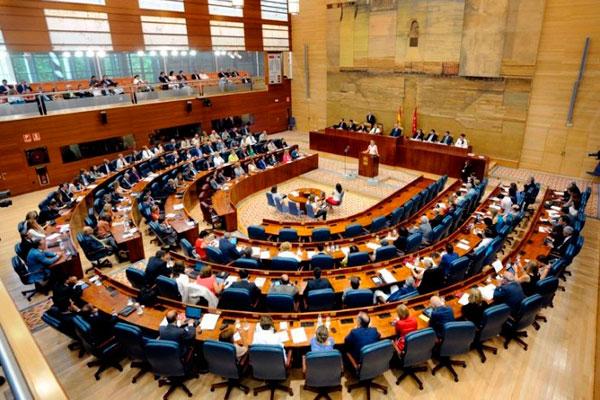 Monasterio y Aguado se han reunido antes de la votación para elegir a los miembros de la mesa del parlamento madrileño