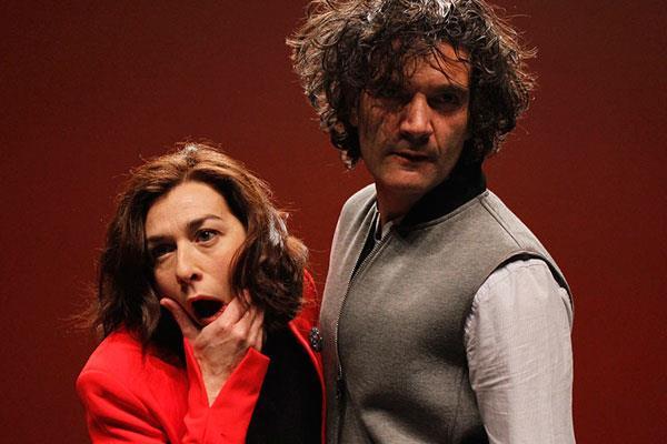 La estupidez humana, sobre el escenario del Rigoberta Menchú