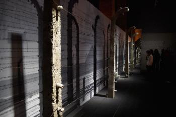La organización aumenta los días para visitar, en el Centro de Exposiciones Arte Canal , la demandada muestra sobre el Holocausto