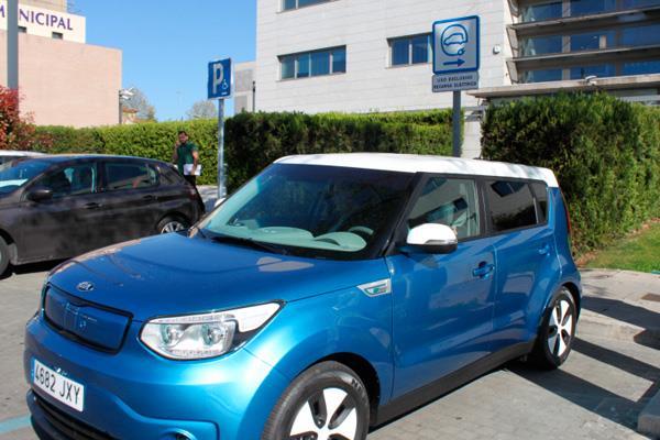 La flota de vehículos de Pozuelo incorporará un coche eléctrico