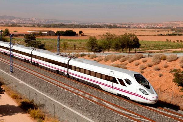 La línea de tren Madrid-Extremadura, paralizada durante un mes