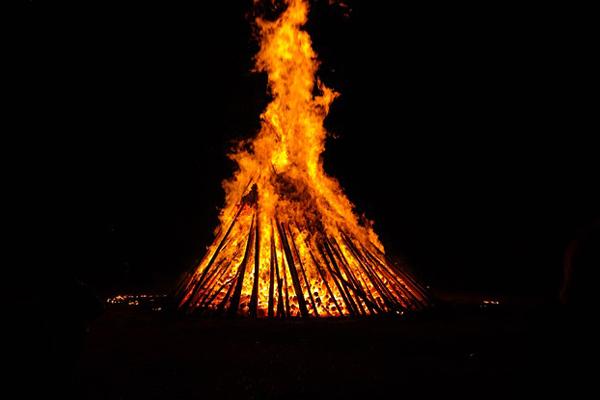 El domingo a medianoche se saltarán las hogueras se San Juan
