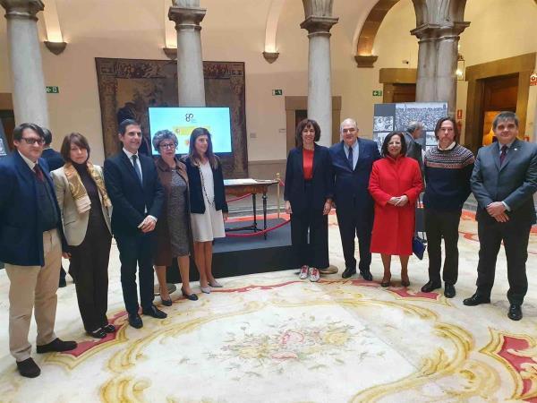 La mesa en la que Azaña firmó su renuncia vuelve a Madrid