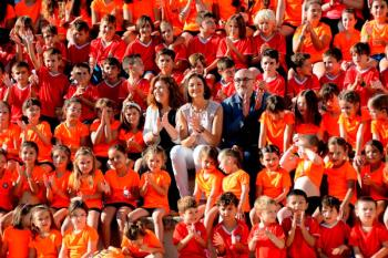 Reyes Maroto ha visitado el tradicional campamento de verano donde participan más de 1.200 niños