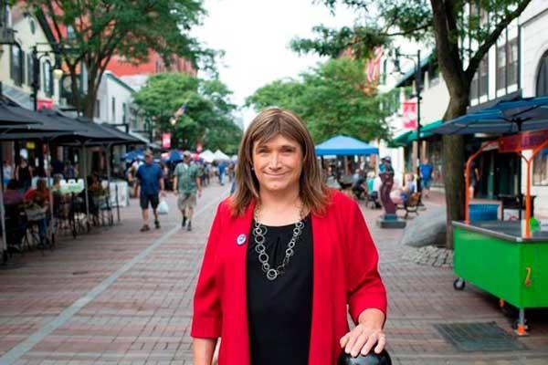 Christine Hallquist gana las primarias democráticas en Vermont (EEUU)