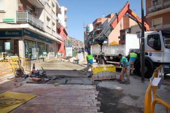 En agosto, los operarios renovarán el solado de la plaza del Pueblo y, a mediados de septiembre, le llegará el turno a la plaza de Felipe Álvarez Gadea