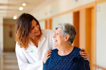 El centro mostoleño encargado del cuidado de mayores busca 5 auxiliares de enfermería