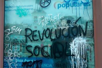 """La formación popular ha denunciado pintadas en la fachada y en las cristaleras por parte de la """"ultraizquierda"""""""