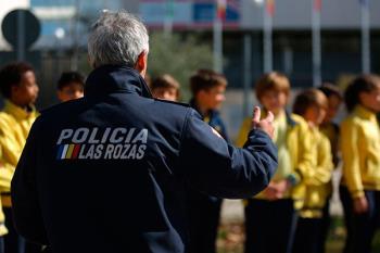 La Policía local ha puesto en marcha un nuevo plan para garantizar el bienestar de la comunidad escolar