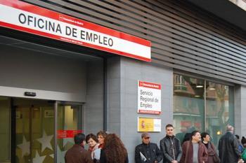 El número de desempleados ha disminuido en 213 personas, un 1,66 por ciento respecto al mes anterior