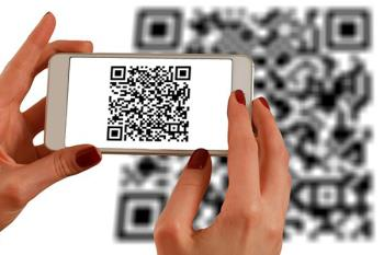 La pulsera permite acceder a los datos de su portador o portadora mediante un código QR