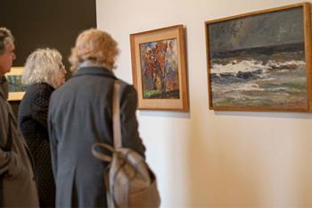 El rectorado de la UAH alberga una exposición, realizada con fondos propios, con las obras de reconocidas creadoras