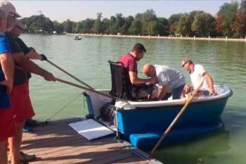 Las sillas de ruedas motorizadas también serán compatibles con las barcas del estanque