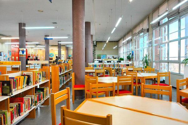 Las bibliotecas municipales permanecerán operativas durante los meses de verano