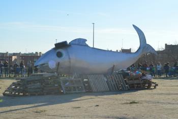 Tras el desfile, la sardina se quemó en el Recinto Ferial