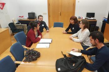 Acompañadas por el edil de Unidas Podemos, David Cobo, Ana Belén y Elena se reunieron con la diputada Vanesa Lillo