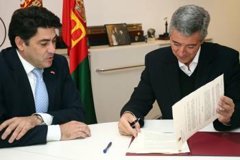 Así lo anunció el club en la firma del contrato con el consistorio alfarero