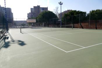 Cuatro de las ocho pistas de tenis ya han sido remodeladas, a falta de las otras cuatro y la pista polideportiva