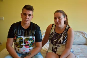 Hablamos con la pareja desalojada del piso que okupaban en Móstoles, propiedad de la Diócesis de Getafe