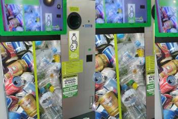 Una nueva máquina instalada en el mercadito de 'La Sagra' en Leganés premia el reciclaje de los vecinos