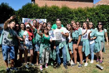 """La peña ha recibido un premio de 1.500 euros por su comparsa """"Jardi Poppins"""""""