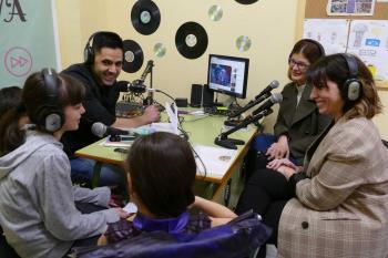 Noelia Posse se ha desplazado hasta los talleres de radio que el centro imparte desde hace tres años