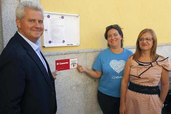 Los centros municipales estrenan una señalización específica para usuarios con diversidad funcional