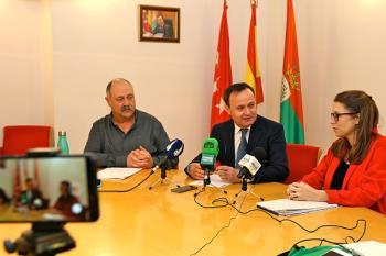 El consistorio y representantes sindicales suscriben tres acuerdos relativos a la plantilla municipal y sus servicios