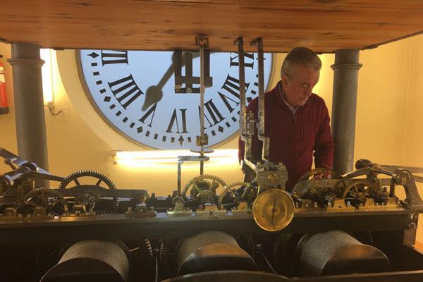 El reloj de la Puerta del Sol ya marca el 2019, nos lo cuenta Jesús López - Terradas, responsable del reloj