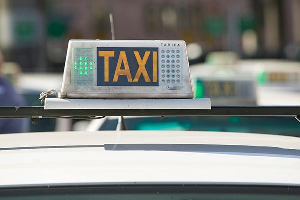 El nuevo reglamento del taxi impone una tarifa fija para las carreras desde y hasta zonas de cero emisiones