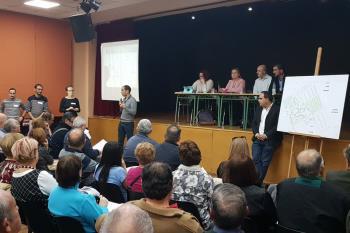 Los alcalaínos fueron citados en la Casa de la Juventud para una reunión con el borrador del proyecto sobre la mesa