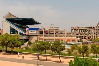 El derrumbe del estadio ha levantado la alarma entre los vecinos debido al polvo y a la posible presencia de amianto