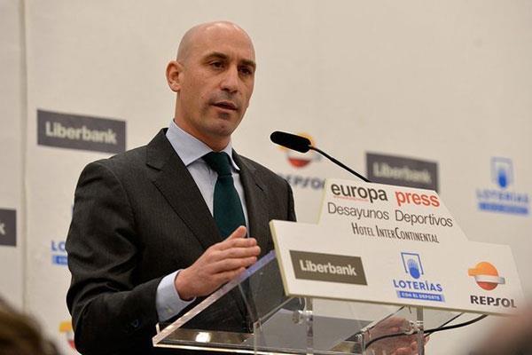 Luis Rubiales de la RFEF anuncia la creación de un departamento para luchar contra la homofobia en el fútbol