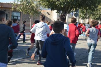 Institutos y colegios públicos de Humanes han participado en la actividad deportiva, que ha finalizado con una masterclass de zumba