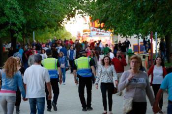 En total, 150 agentes de Policía Local y 200 voluntarios de Protección Civil velarán por nuestra seguridad en el recinto ferial, entre el 10 y 15 de mayo